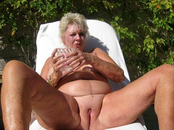 mature femme fontaine mamie naturiste